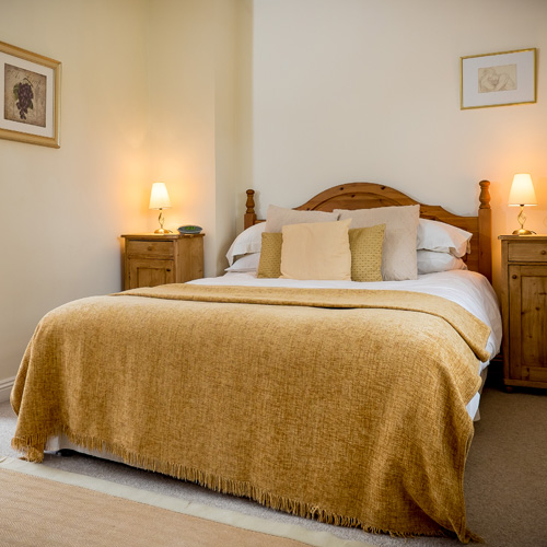 Bed & Breakfast Accommodation - The Chetnole Inn - Pub Restaurant Bed & Breakfast. Tucked away in the beautiful Dorset countryside, close to Sherborne lies the Chetnole Inn. It is the perfect base to discover picturesque Dorset, Dorchester